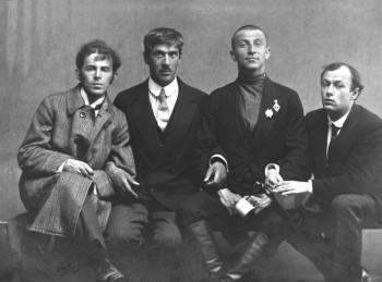 Осип Мандельштам, Корней Чуковский , Бенедикт Лившиц, Юрий Анненков, 1914 г. - AbGzhGTOmQk.jpg